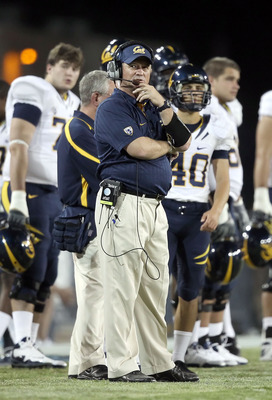 TUCSON, AZ - SEPTEMBER 25:  Head coach Jeff Tedford of the California Golden Bears on the sidelines during the college football game against the Arizona Wildcats at Arizona Stadium on September 25, 2010 in Tucson, Arizona.  The Wildcats defeated the Golde