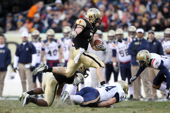 PHILADELPHIA - DECEMBER 11: Running back Jared Hassin #7 of the Army Black Knights carries the ball during a game against the Navy Midshipmen on December 11, 2010 at Lincoln Financial Field in Philadelphia, Pennsylvania. The Midshipmen won 31-17. (Photo b