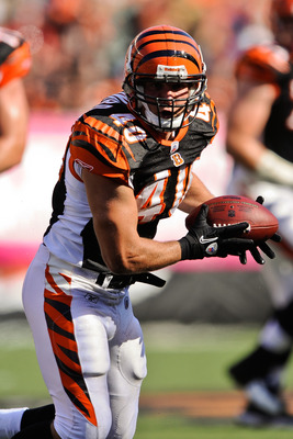 CINCINNATI, OH - OCTOBER 10: Brian Leonard #40 of the Cincinnati Bengals catches a pass against the Tampa Bay Buccaneers at Paul Brown Stadium on October 10, 2010 in Cincinnati, Ohio. (Photo by Jamie Sabau/Getty Images)