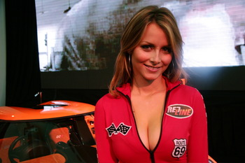 Nascar_girls_09_display_image