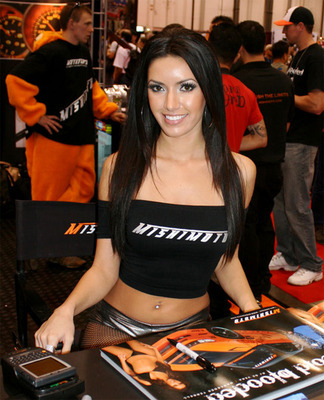 Sema-2008-booth-girls_display_image
