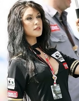 Grid-girl-2_display_image