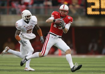 LINCOLN, NE - SEPTEMBER 21:  Todd Peterson #17 of the Nebraska Cornhuskers makes a catch against Tarell Brown #5 of the Texas Longhorns on October 21, 2006 at Memorial Stadium in Lincoln, Nebraska.  (Photo by Brian Bahr/Getty Images)