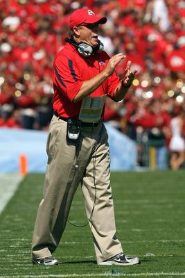 PASADENA, CA - SEPTEMBER 27:  Head coach Pat Hill of the Frenso State Bulldogs claps on the sideline during the game against the UCLA Bruins on September 27, 2008 at the Rose Bowl in Pasadena, California.  (Photo by Stephen Dunn/Getty Images)
