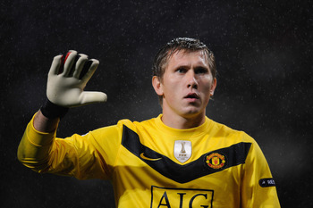 MANCHESTER, ENGLAND - SEPTEMBER 30:  Tomasz Kuszczak of Manchester United gestures during the UEFA Champions League Group B match between Manchester United and VfL Wolfsburg at Old Trafford on September 30, 2009 in Manchester, England.  (Photo by Michael