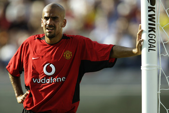 LOS ANGELES - JULY 27:  Juan Sebastian Veron of Manchester United guards the near post during the USA Tour match between Club America and Manchester United held on July 27, 2003 at the Los Angeles Coliseum, in Los Angeles, California. Manchester United wo