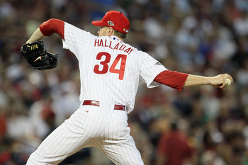 PHOENIX, AZ - JULY 12:  National League All-Star Roy Halladay #34 of the Philadelphia Phillies throws a pitch during the 82nd MLB All-Star Game at Chase Field on July 12, 2011 in Phoenix, Arizona.  (Photo by Jeff Gross/Getty Images)