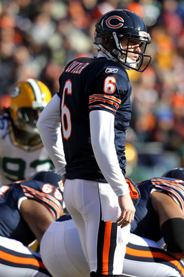 CHICAGO, IL - JANUARY 23:  Quarterback Jay Cutler #6 of the Chicago Bears under center while taking on the Green Bay Packers in the NFC Championship Game at Soldier Field on January 23, 2011 in Chicago, Illinois.  (Photo by Jamie Squire/Getty Images)