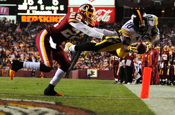 WASHINGTON - NOVEMBER 03:  Santonio Holmes #10 of the Pittsburgh Steelers scores a touchdown as Carlos Rogers #22 of the Washington Redskins defends during their game on November 3, 2008 at Fedex Field in Washington, DC.  (Photo by Al Bello/Getty Images)