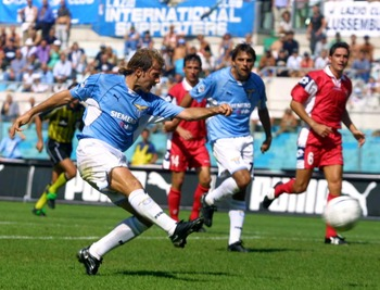 26 AUG 2001:  Mendieta Gaizka of Lazio  in action during the Serie A 1st Round League match between Lazio and Piacenza , played at the Olympic Stadium in Rome    DIGITAL IMAGE Mandatory Credit: Grazia Neri/ALLSPORT