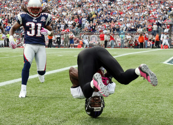 FOXBORO, MA - OCTOBER 04:  Derrick Mason #85 of the Baltimore Ravens rolls over in the endzone after making a touchdown catch as Brandon Meriweather #31 of the New England Patriots on October 4, 2009 at Gillette Stadium in Foxboro, Massachusetts. The Patr