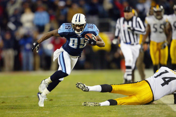 NASHVILLE, TN - JANUARY 11:  Derrick Mason #85 of the Tennessee Titans returns a punt down the sideline during the AFC divisional playoff game against the Pittsburgh Steelers at the Coliseum on January 11, 2003 in Nashville, Tennessee.  The Titans won 34-