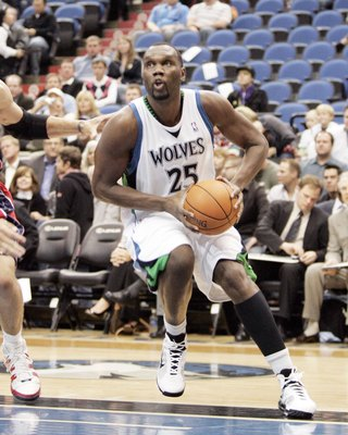 MINNEAPOLIS - OCTOBER 28: Al Jefferson #25 of the Minnesota Timberwolves drives to the basket against the New Jersey Nets at the Target Center on October 28, 2009 in Minneapolis, Minnesota. The Timberwolves defeated the Nets 95-93. NOTE TO USER: User expr