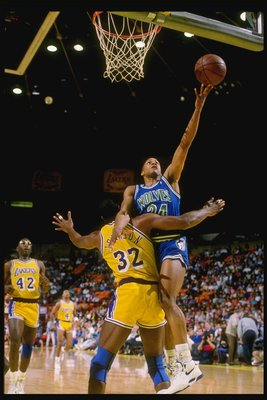 1990:  Guard Jerome (Pooh) Richardson of the Minnesota Timberwolves goes up for two during a game against the Los Angeles Lakers at the Great Western Forum in Inglewood, California. Mandatory Credit: Mike Powell  /Allsport