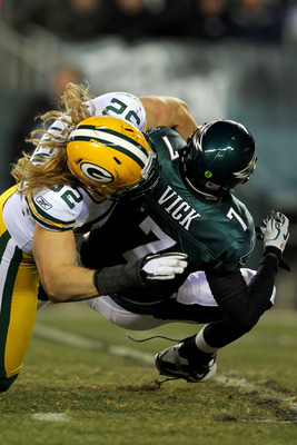 PHILADELPHIA, PA - JANUARY 09:  Clay Matthews #52 of the Green Bay Packers sacks Michael Vick #7 of the Philadelphia Eagles during the 2011 NFC wild card playoff game at Lincoln Financial Field on January 9, 2011 in Philadelphia, Pennsylvania.  (Photo by