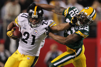 ARLINGTON, TX - FEBRUARY 06:  Mewelde Moore #21 of the Pittsburgh Steelers avoids a tackle by Pat Lee #22 of the Green Bay Packers during the fourth quarter of Super Bowl XLV at Cowboys Stadium on February 6, 2011 in Arlington, Texas.  (Photo by Doug Pens
