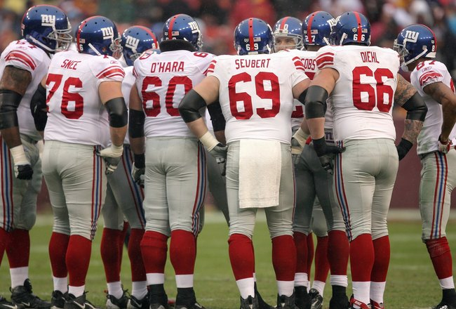 LANDOVER, MD - NOVEMBER 30:  Shaun O'Hara #60, Rich Seubert #69 and David Diehl #66 of the New York Giants huddle on the field against the Washington Redskins during their game at FedEx Field on November 30, 2008 in Landover, Maryland. (Photo by Streeter