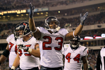 Arian foster celebrates a touchdown against the Philadelphia Eagles