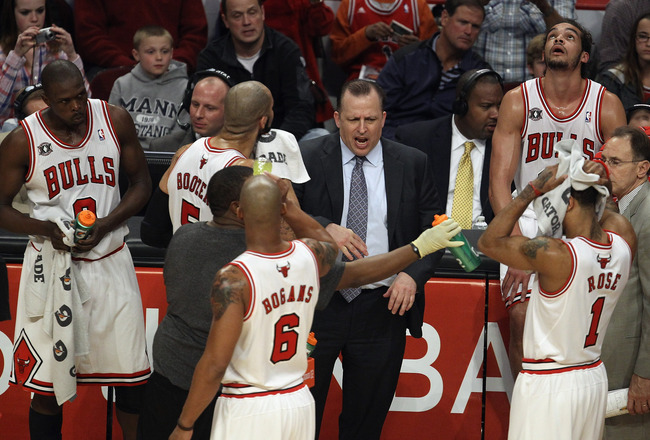CHICAGO, IL - APRIL 13: Head coach Tom Thibodeau of the Chicago Bulls gives instructions to his starting five players (L-R) Loul Deng #9, Carlos Boozer #5, Keith Bogans #6, Derrick Rose #1 and Joakim Noah #13 during a game against the New Jersey Nets at t