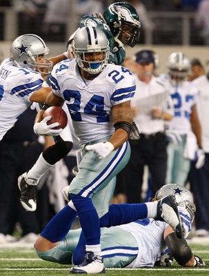ARLINGTON, TX - JANUARY 03:  Running back Marion Barber #24 of the Dallas Cowboys runs the ball against the Philadelphia Eagles at Cowboys Stadium on January 3, 2010 in Arlington, Texas.  (Photo by Ronald Martinez/Getty Images)