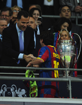 LONDON, ENGLAND - MAY 28:  Prince Felipe of Spain shakes hands with Lionel Messi of FC Barcelona after their victory during the UEFA Champions League final between FC Barcelona and Manchester United FC at Wembley Stadium on May 28, 2011 in London, England