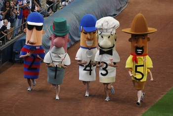MILWAUKEE - JULY 1: The Klement's Sausage Race takes place during the game between the New York Mets and the Milwaukee Brewers at Miller Park on July 1, 2009 in Milwaukee, Wisconsin.  (Photo by Jonathan Daniel/Getty Images)