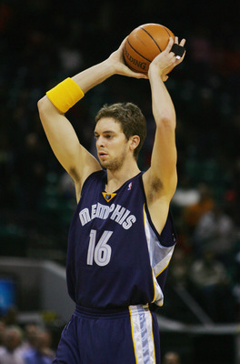 CHARLOTTE - JANUARY 14:   Pau Gasol #16 of the Memphis Grizzlies attempts to pass the ball against the Charlotte Bobcats during the game on January 14, 2005 at the Charlotte Coliseum in Charlotte, North Carolina. The Grizzlies defeated the Bobcats 109-89.
