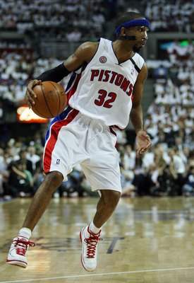 AUBURN HILLS, MI - MAY 24:  Richard Hamilton #32 of the Detroit Pistons moves the ball in Game Three of the Eastern Conference Finals against the Boston Celtics during the 2008 NBA Playoffs on May 24, 2008 at the Palace at Auburn Hills in Auburn Hills, Mi
