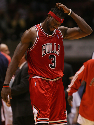 EAST RUTHERFORD, NJ - OCTOBER 31: Ben Wallace #3 of the Chicago Bulls scratches his head after missing a game winning shot in regular time against the New Jersey Nets at the Izod Center on October 31, 2007 in East Rutherford, New Jersey. NOTE TO USER: Use