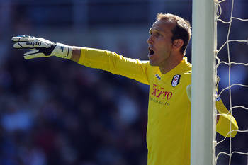 SUNDERLAND, ENGLAND - APRIL 30:  Mark Schwarzer of Fulham organizes his defence during the Barclays Premier League match between Sunderland and Fulham at Stadium of Light on April 30, 2011 in Sunderland, England.  (Photo by Chris Brunskill/Getty Images)