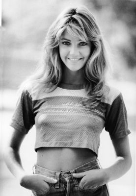 100860_heather-locklear-dressed-in-jeans-and-a-cropped-sports-jersey-late-1970s_display_image