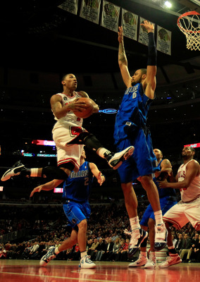 CHICAGO, IL - JANUARY 20: Derrick Rose #1 of the Chicago Bulls goes up for a shot between Dirk Nowitzki #41 (L) and Tyson Chandler #6 of the Dallas Mavericks at the United Center on January 20, 2011 in Chicago, Illinois. The Bulls defeated the Mavericks 8