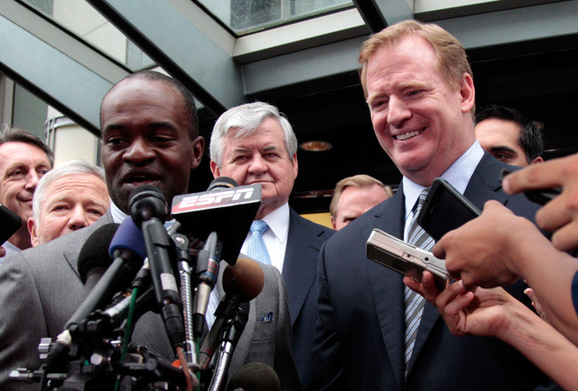 WASHINGTON, DC - JULY 25:  DeMaurice Smith (L) executive director of the National Football League Players' Association and NFL Commissioner Roger Goodell (R) address the the media on July 25, 2011 in Washington, DC.  The NFL players and owners announced t