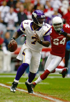 GLENDALE, AZ - DECEMBER 14:  Quarterback Tarvaris Jackson #7 of the Minnesota Vikings runs out of the pocket to his right and looks to make a pass play during their NFL game against the Arizona Cardinals at the University of Phoenix Stadium on December 14