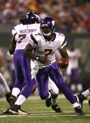 EAST RUTHERFORD, NJ - AUGUST 17:  Tarvaris Jackson #7 of the Minnesota Vikings runs with the ball against the New York Jets during their preseason game on August 17, 2007 at Giants Stadium in East Rutherford, New Jersey. (Photo by Nick Laham/Getty Images)