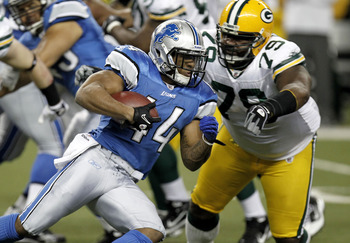 DETROIT, MI - DECEMBER 12: Jahvid Best #44 of the Detroit Lions tries to get around the tackle of Ryan Pickett #79 of the Green Bay Packers on December 12, 2010 at Ford Field in Detroit, Michigan.  (Photo by Gregory Shamus/Getty Images)