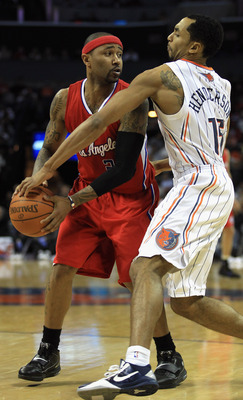 CHARLOTTE, NC - MARCH 07:  Mo Williams #25 of the Los Angeles Clippers keeps the ball away from Gerald Henderson #15 of the Charlotte Bobcats during their game at Time Warner Cable Arena on March 7, 2011 in Charlotte, North Carolina. NOTE TO USER: User ex