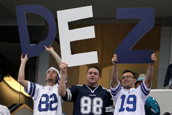 ARLINGTON, TX - OCTOBER 31:  Fans of the Dallas Cowboys hold up a sign in support of Dez Bryant #88 against the Jacksonville Jaguars at Cowboys Stadium on October 31, 2010 in Arlington, Texas.  (Photo by Chris Chambers/Getty Images)