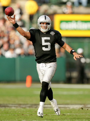 OAKLAND, CA - NOVEMBER 22:  Bruce Gradkowski #5 of the Oakland Raiders throws the ball during their game against the Cincinnati Bengals at Oakland-Alameda County Coliseum on November 22, 2009 in Oakland, California.  (Photo by Ezra Shaw/Getty Images)