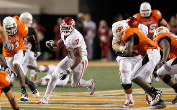 STILLWATER, OK - NOVEMBER 27:  Running back DeMarco Murray #7 of the Oklahoma Sooners carries the ball against the Oklahoma State Cowboys at Boone Pickens Stadium on November 27, 2010 in Stillwater, Oklahoma.  (Photo by Tom Pennington/Getty Images)
