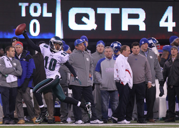EAST RUTHERFORD, NJ - DECEMBER 19:  DeSean Jackson #10 of the Philadelphia Eagles runs in the game winning touchdown on a punt return against the New York Giants at New Meadowlands Stadium on December 19, 2010 in East Rutherford, New Jersey.  (Photo by Ni