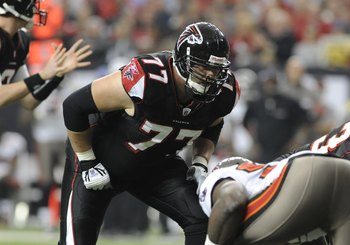 ATLANTA - DECEMBER 14:  Tackle Tyson Clabo #77 of the Atlanta Falcons lines up against the Tampa Bay Buccaneers  at the Georgia Dome on December 14, 2008 in Atlanta, Georgia.  (Photo by Al Messerschmidt/Getty Images)