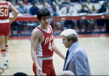ATLANTA - JANRUARY:  Atlanta Hawks Guard Pistol Pete Maravich talks with his Coach Cotton Fitzsimmons during the Hawks NBA game in Janruary 1974 at the Omni Arena in Atlanta, Georgia. (Photo By Jonathan Daniel/Getty Images)