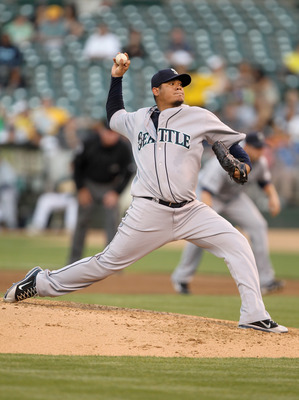 OAKLAND, CA - JULY 05:  Felix Hernandez #34 of the Seattle Mariners pitches against the Oakland Athletics at Oakland-Alameda County Coliseum on July 5, 2011 in Oakland, California.  (Photo by Ezra Shaw/Getty Images)