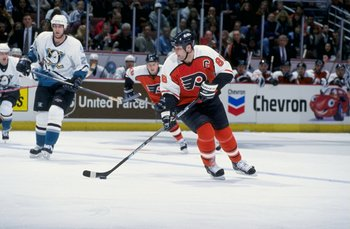 10 Feb 1999: Eric Lindros #88 of the Philadelphia Flyers controls the puck during the game against the Anaheim Mighty Ducks at the Arrowhead Pond in Anaheim, California. The Ducks defeated the Flyers 5-4.
