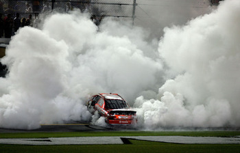 Large_200820daytona20july20nns20post20race20denny20hamlin20burnout_display_image