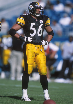 10 Oct 2000:  Mike Vrabel #56 of the Pittsburgh Steelers sizes up the opposition in the Jacksonville Jaguars at Alltel Stadium in Jacksonville, Florida. Mandatory Credit: Scott Halleran/ALLSPORT