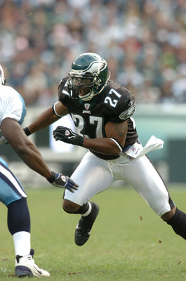 Philadelphia Eagles safety #27 Quinten Mikell in action  during the game between the Tennessee Titans and the Philadelphia Eagles at Lincoln Financial Field in Philadelphia, Pennsylvania on Sunday, November 19, 2006. The Titans won 31-13. (Photo by Brian