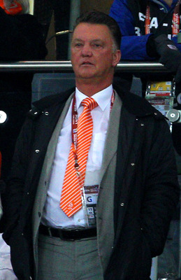 JOHANNESBURG, SOUTH AFRICA - JULY 11:  Dutch football manager in charge of German club Bayern Munich Louis van Gaal (C) looks on during the 2010 FIFA World Cup South Africa Final match between Netherlands and Spain at Soccer City Stadium on July 11, 2010