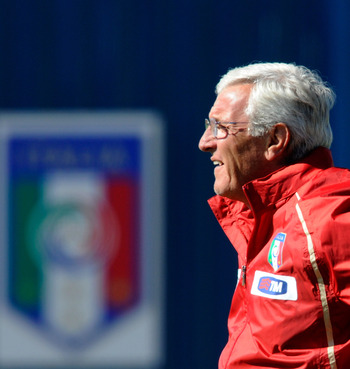 CENTURION, SOUTH AFRICA - JUNE 23:  Italy head coach Marcello Lippi watches his players during an Italy training session at the 2010 FIFA World Cup on June 23, 2010 in Centurion, South Africa.  (Photo by Claudio Villa/Getty Images)